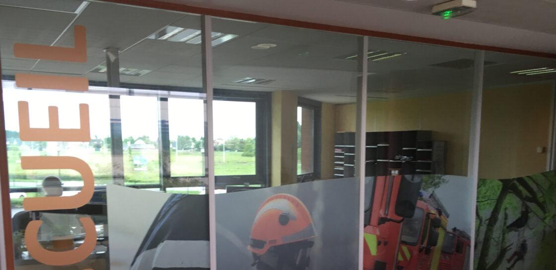Film depoli imprime sur vitres intérieur a Tours 37